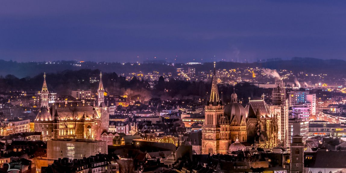 Aachen bei Nacht - Dom und Rathaus
