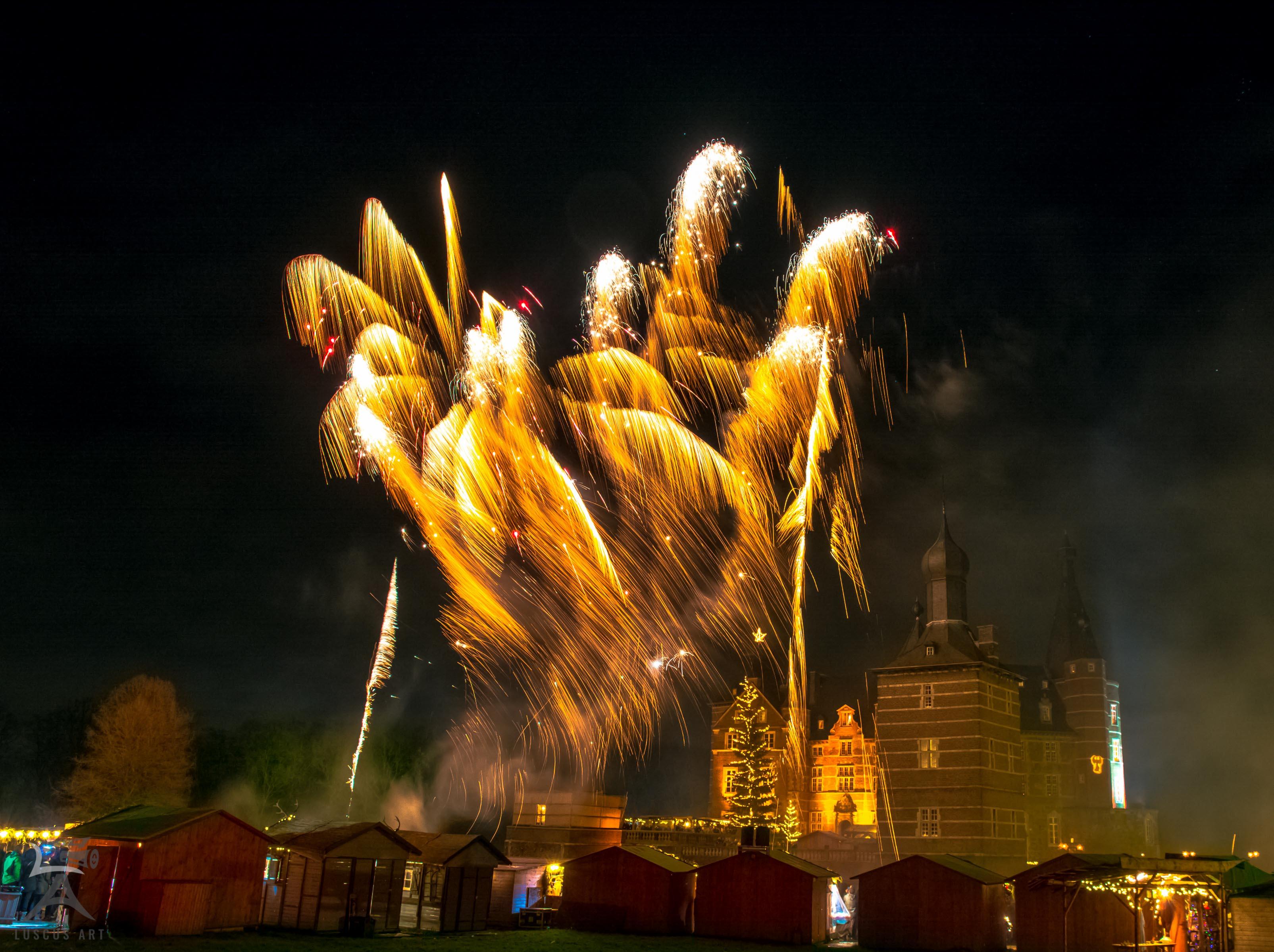 Weihnachtsmarkt auf Schloss Merode - Feuerwerk