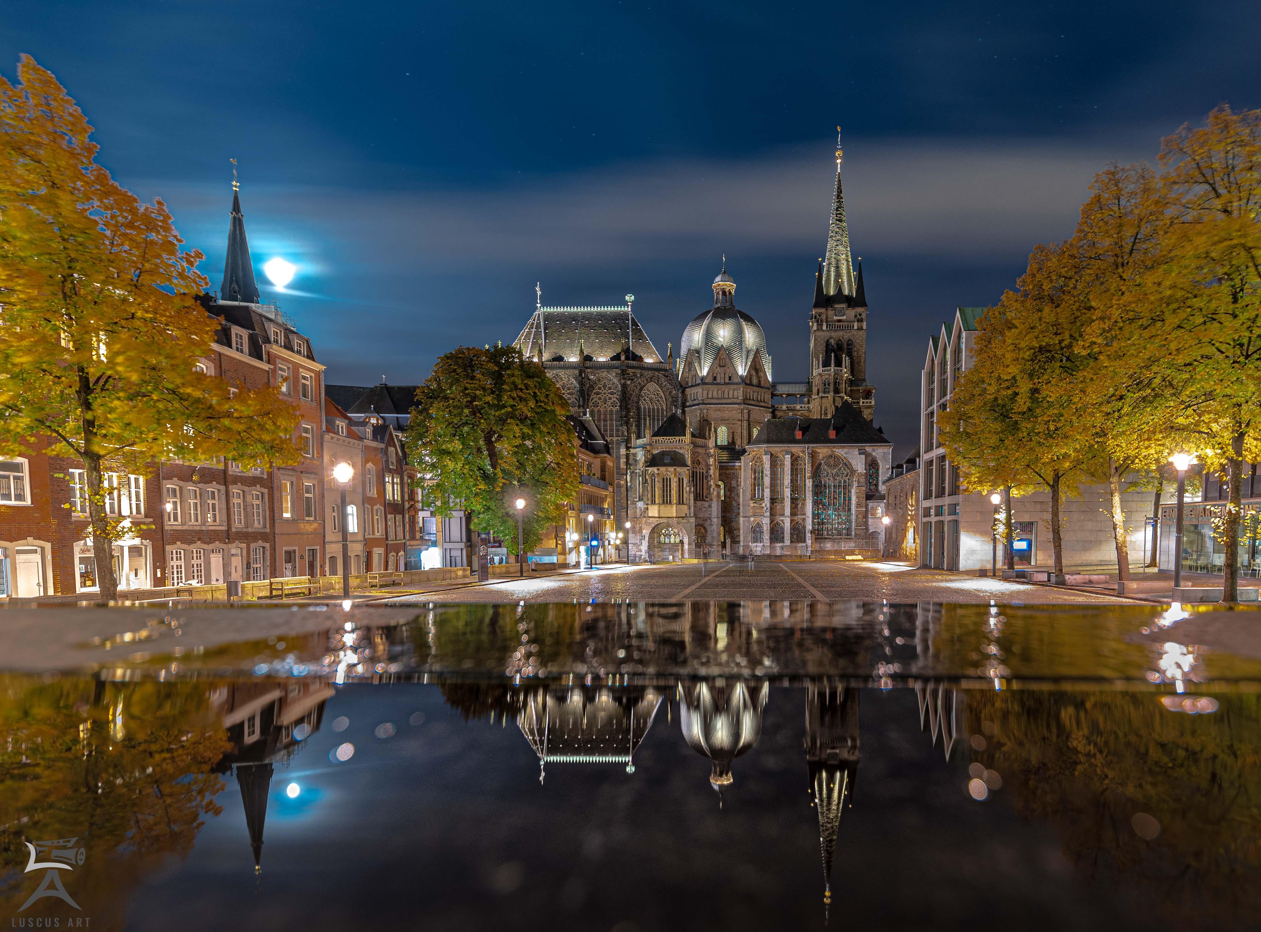 Aachen, Dom mit Spiegelung